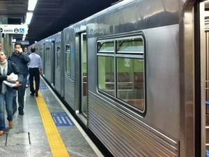 Movimento tranquilo no trecho da Linha 1 - Azul do Metrô que funcionou na manhã desta quarta-feira (Foto: Juliana Cardilli/G1)