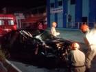 Homem se fere ao colidir de carro com caminhão em Cabo Frio, no RJ