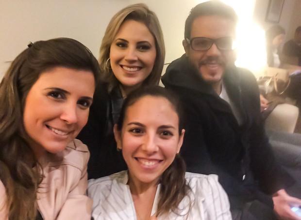 Cristiane Amaral, repórter da TV Tribuna, e equipe de afiliadas da TV Globo (Foto: Arquivo Pessoal)