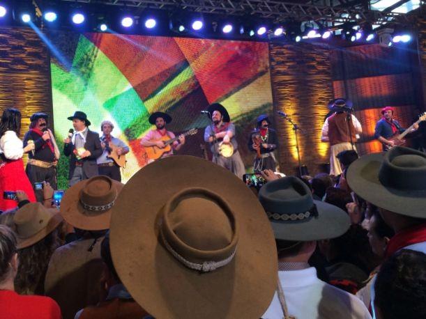 Bah! - Um Fandango Muito Especial animou a tarde dos gaúchos (Foto: Letícia Costa/G1)