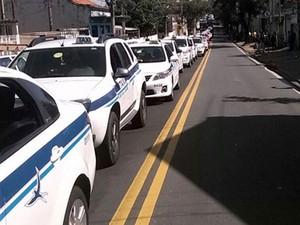 Táxis participam de protesto na região central de Campinas (Foto: Robson Costa)