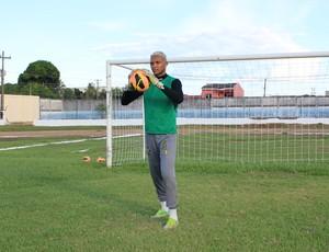 Goleiro Dida se prepara para estrear no Genus (Foto: Michele Carvalho)