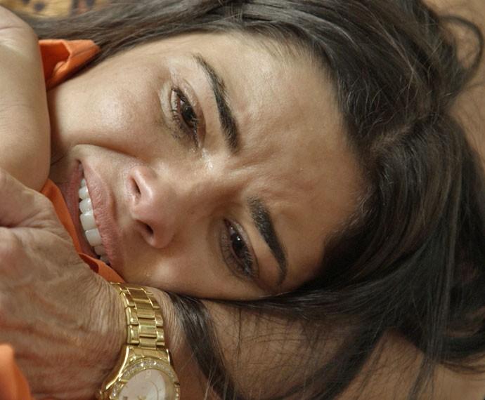 Tóia chora muito no colo de Adisabeba (Foto: TV Globo)