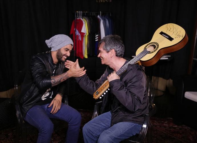 Gusttavo Lima e Serginho Groisman em gravação do Altas Horas (Foto: Carol Caminha/Gshow)