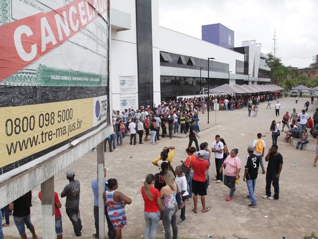 Muitos eleitores deixaram para procurar postos do TRE no último dia de recadastramento (Foto: Biaman Prado / O Estado)