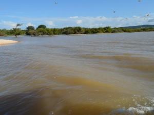 Lago desagua no Rio Tapajós, que no entorno do Juá, deixou de ter águas azuladas. (Foto: Luana Leão/G1)
