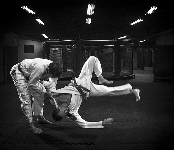 Malvino fica suspenso no ar em golpe  (Foto: Isabella Pinheiro/Gshow)