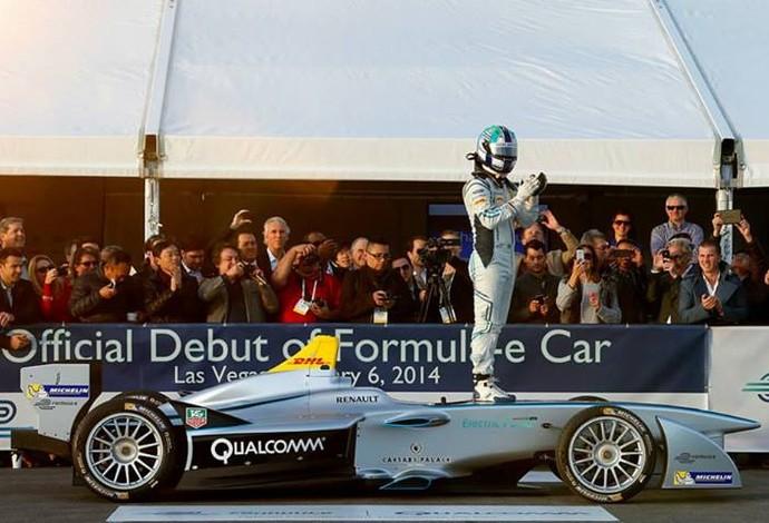 O modelo, batizado de Spark-Renault SRT_01E, foi pilotado pelo brasileiro Lucas Di Grassi (Foto: Divulgação)