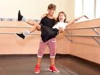 Leticia Braga e Marcos Paulo ensinam passos do 'Dancinha' em vídeo