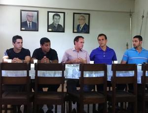 Hugo, Marcão, Edvaldo, Badday e Roberto durante coletiva de imprensa na apresentação do Democrata-GV (Foto: Diego Souza/G1)