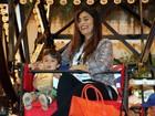 Juliana Paes se diverte em roda gigante com o filho