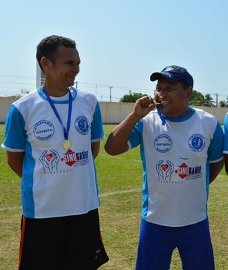 Medalha de Honra ao Mérito aos atletas que compareceram na 1ª Copa da Amizade (Foto: Lívia Costa)