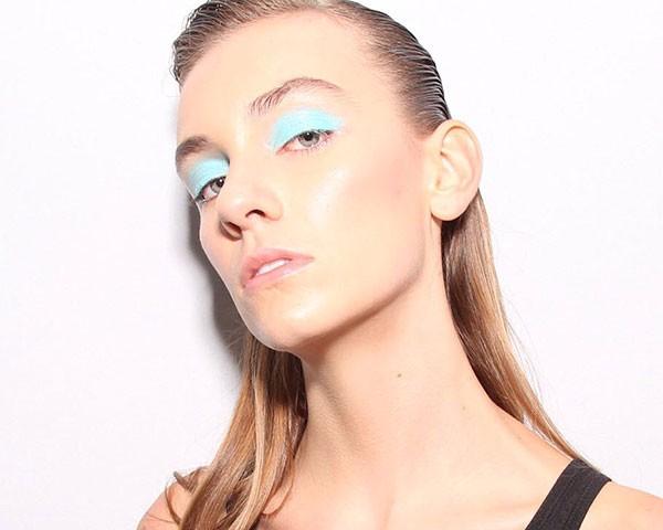 A maquiagem colorida da PatBo (Foto: AgNews)