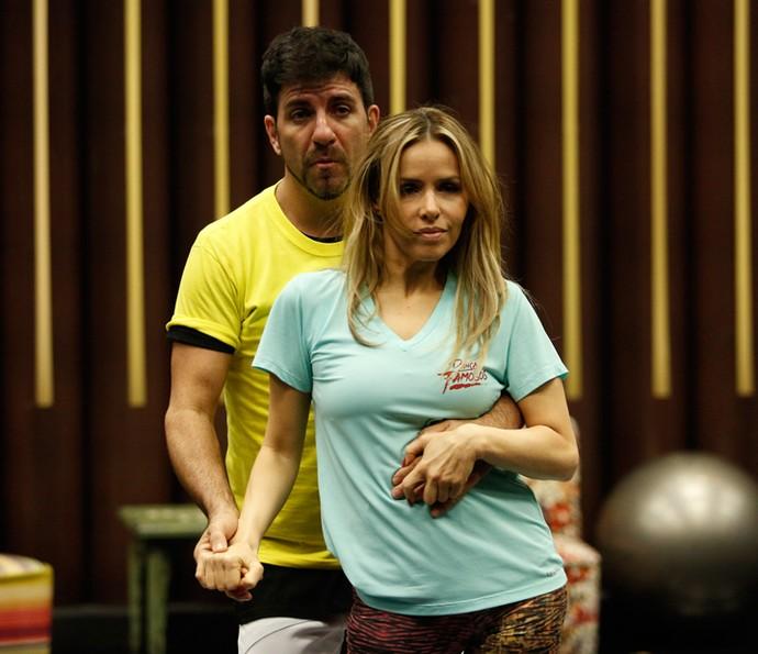 Leona Cavalli capricha no carão e coreografia promete ser sucesso (Foto: Raphael Dias/Gshow)