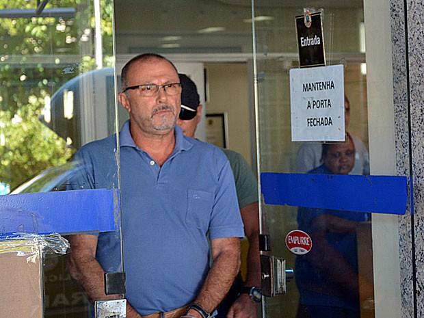 Pasquale Scotti deixa superintendência da PF, no Recife (Foto: Divulgação / Polícia Federal)