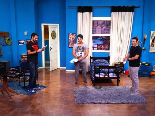 Luan Santana ensaia com Fernando Caruso e Marcelo Mdici em Vai Que Cola (Foto: divulgao)