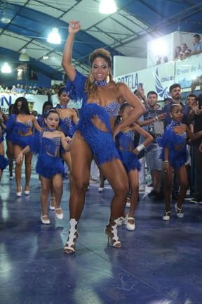 Bianca Monteiro na quadra da Portela, na Zona Norte do Rio (Foto: Daniel Pinheiro/ Ag. News)