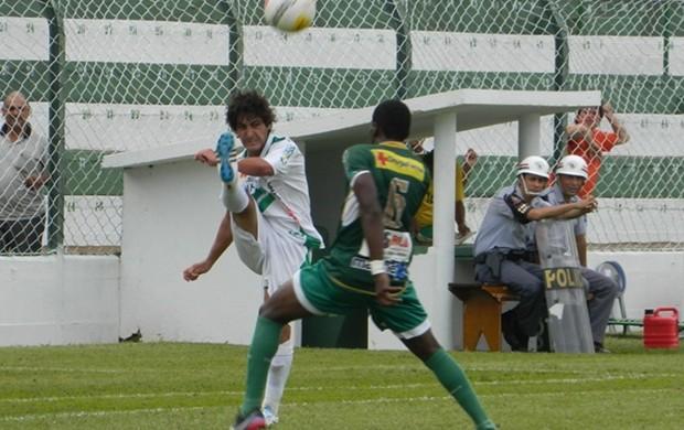 Em casa, Rio Preto foi para cima, mas não conseguiu marcar (Foto: Marcos Lavezo/Globoesporte.com)