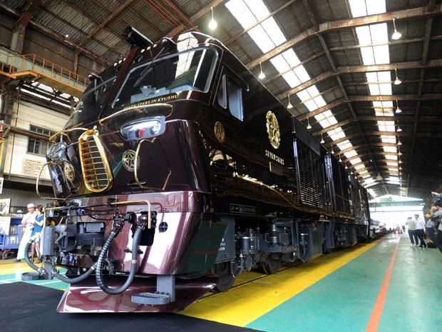 O trem Nanatsuboshi (sete estrelas) (Foto: Jiji Press/AFP)