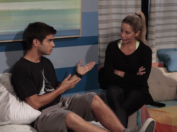 Isso é que é mãe! Marcela vai dar uns toques maneiros no Gil (Foto: Malhação / Tv Globo)