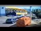 Motociclista morre ao ser atingido por caminhão em Goiânia; veja vídeo