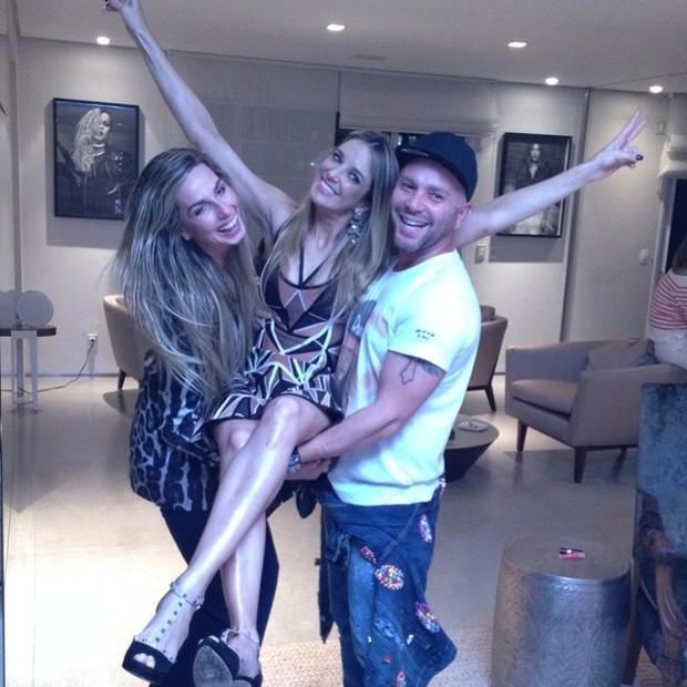 Mariana Weickert, Ticiane Pinheiro e Matheus Mazzafera em festa em São  (Foto: Instagram/ Reprodução)