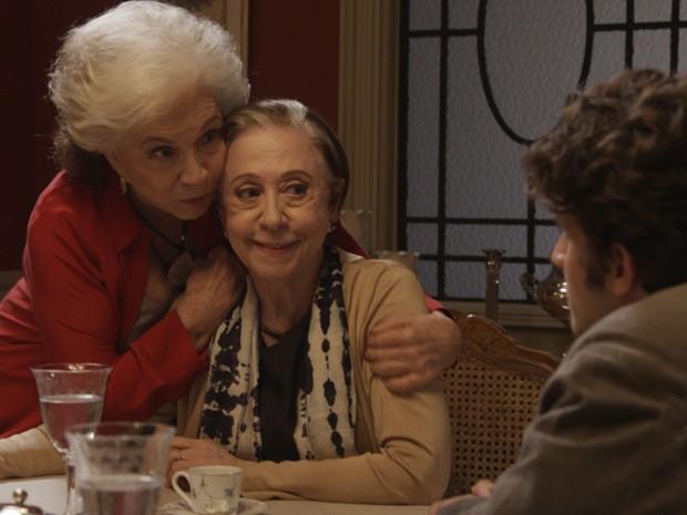 Rafael vai ficar sem jeito de falar sobre suas mães, Estela e Teresa (Foto: TV Globo)