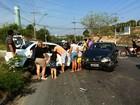 Acidente de carro deixa duas pessoas feridas na BR-319, em Manaus