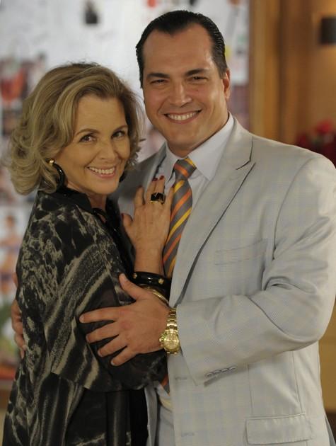 Irene Ravache e Daniel Boaventura nos bastidores de 'Guerra dos sexos' (Foto: Estevam Avellar/TV Globo)