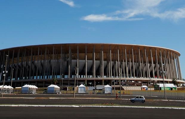 """""""Problema é de vocês"""", diz Fifa sobre arenas vazias após a Copa"""