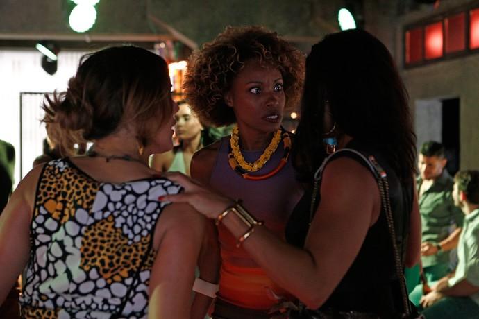 Yasmin fica desesperada ao ser flagrada por Carolina (Foto: Gshow / Inácio Moraes)
