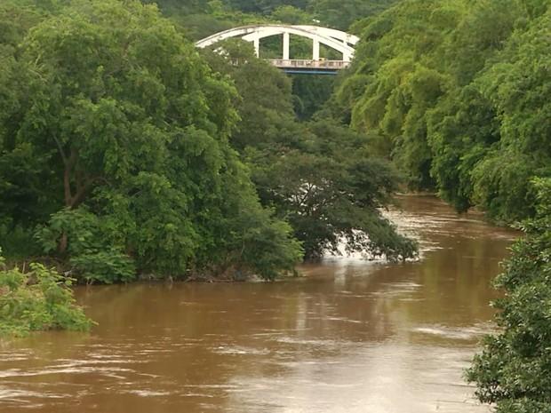 Nível do Rio Itapecuru deixa ribeirinhos atentos com o aumento do volume das águas em Caxias (MA) (Foto: Reprodução/TV Mirante)