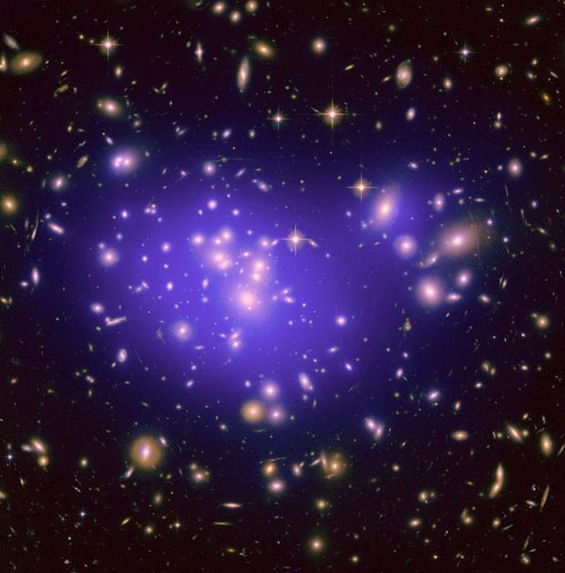 Galáxia Abell 1689 teria matéria escura, segundo os astrônomos (Foto: Nasa, ESA, E. Jullo (JPL), P. Natarajan (Yale), & J.-P. Kneib (LAM, CNRS))