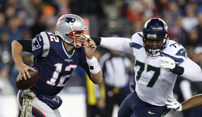 Tom Brady New England Patriots x Seattle Seahawks Ahtyba Rubin (Foto: Greg M. Cooper/Reuters)