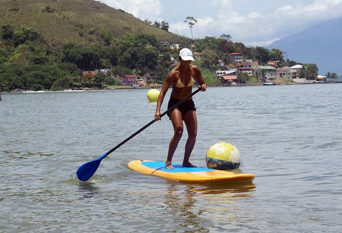 Praticante de stand up paddle aproveita o dia ensolarado em Angra dos Reis  (Foto: Divulgação/Prefeitura de Angra dos Reis)
