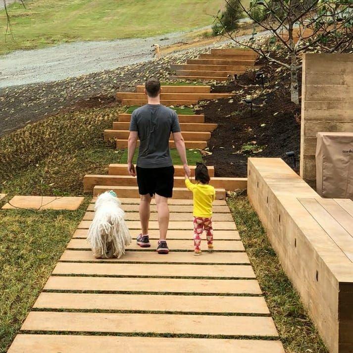 Mark Zuckerberg com a filha Max e o cachorro Beast (Foto: Reprodução Facebook)