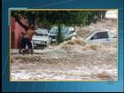 Chuva alaga casas e derruba muro de campo de futebol em Martinópolis