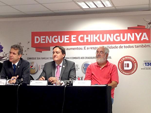 O ministro da Saúde, Arthur Chioro, o secretário de Vigilância em Saúde, Jarbas Barbosa, durante lançamento de campanha de prevenção ao Aedes aegypti (Foto: Natalia Godoy/G1)