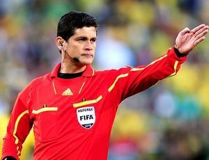 Árbitro Oscar Ruiz (Foto: Getty Images)