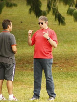 Dunga e Luís César Souto de Moura (Foto: Diego Guichard / GLOBOESPORTE.COM)