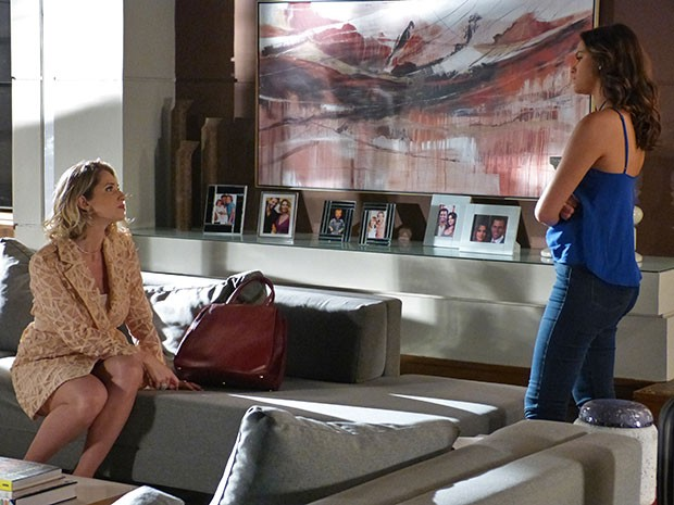Soraya está se estranhando com Mari desde o primeiro dia (Foto: Thaís Dias/Gshow)