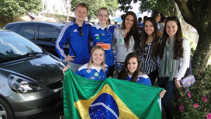 Estrangeiros acompanham treino do Cruzeiro (Foto: Mauricio Paulucci)