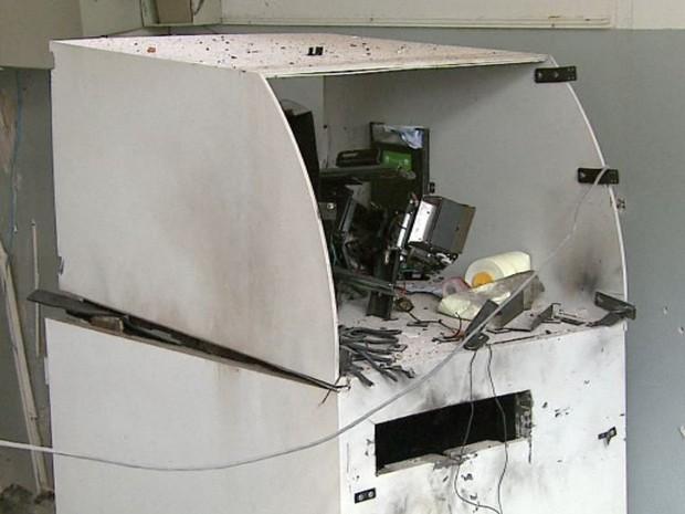 Caixa foi abastecido com notas dois dias antes da explosão em Santa Lúcia, diz polícia (Foto: Paulo Chiari/EPTV)