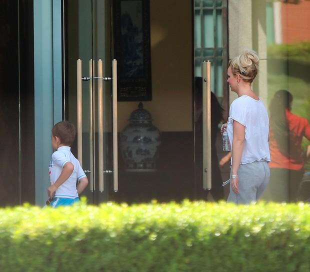 Britney Spears chega com filhos a hotel na Califórnia (Foto: X17 Agency)