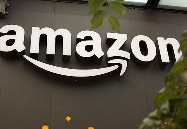 Logo da Amazon é visto na sede da empresa em Vancouver (Foto: David Ryder/Getty Images)