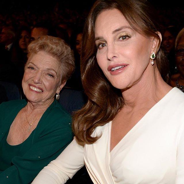 Caitlyn Jenner e a mãe, Esther Jenner (Foto: Reprodução/Instagram)
