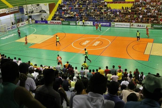 Quatro times brigam pela última vaga na próxima fase da Copa TV Grande Rio de Futsal (Foto: Henrique Almeida)