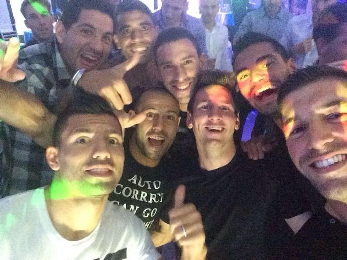 Messi, Agüero, Demichelis argentinos curtem a noite em Buenos Aires (Foto: Reprodução/Twitter)