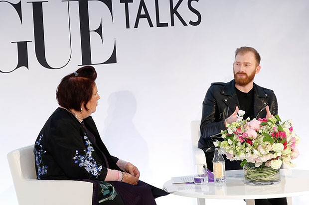 Guram Gvasalia, Demna's brother and CEO of Vetements, in discussion with Suzy at the Vogue Festival in London, 2016 (Foto: GABY COVE)
