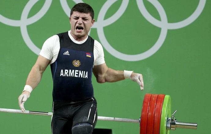 O armênio Andranik Karapetyan levantamento de peso (Foto: Reuters)